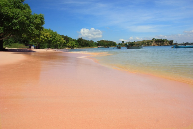 Selamat datang di Pantai Tangsi (Pink Beach)