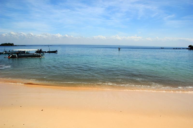 Laut di Pantai Tangsi