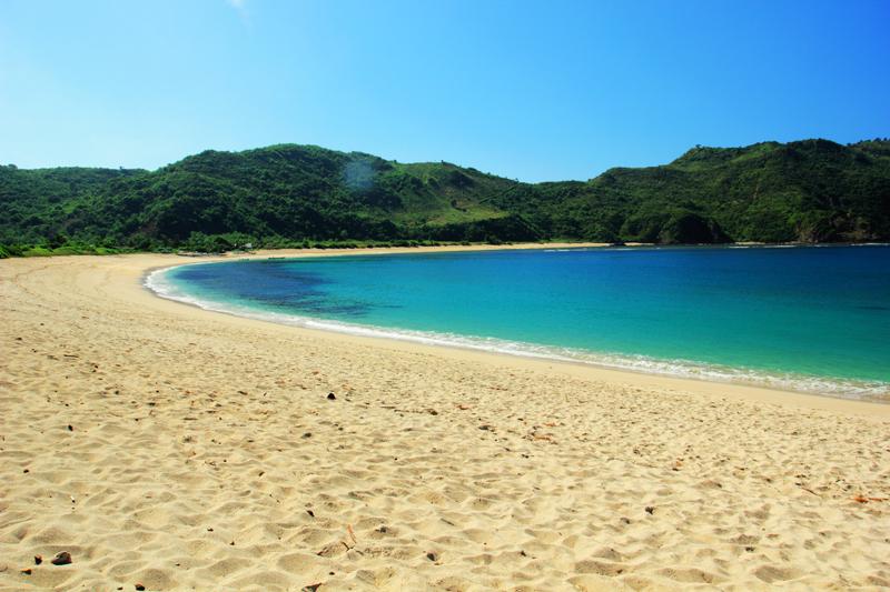 Pesona Pantai Mawun