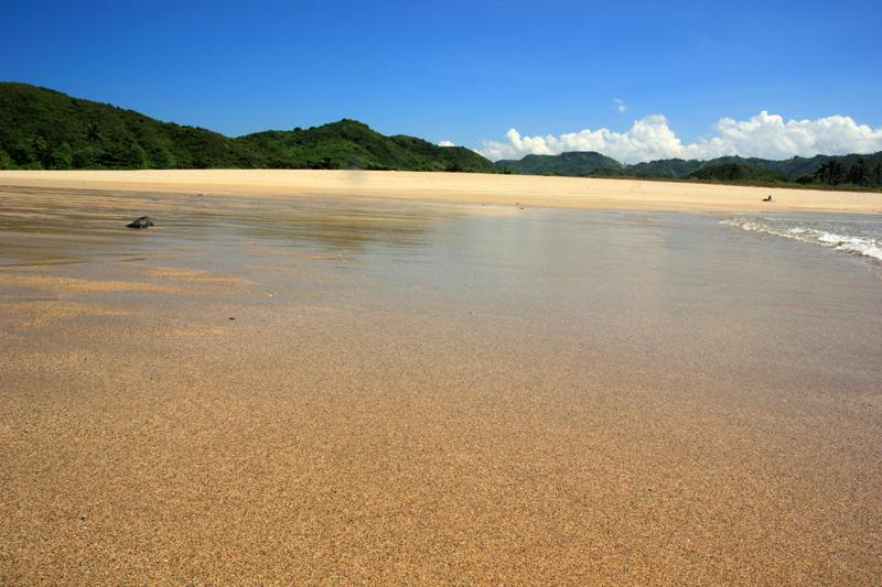 di Balik Pantai ini langsun Laut loh yaa
