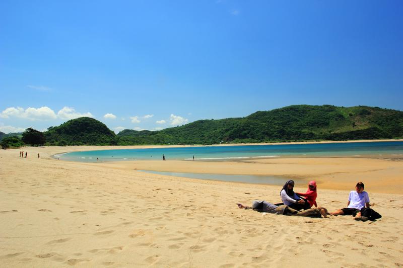 nikmatin pasir Pantai Mawun