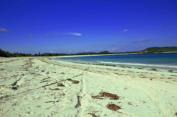 Pantai Tanjung Aan dengan Tepung Pasinya