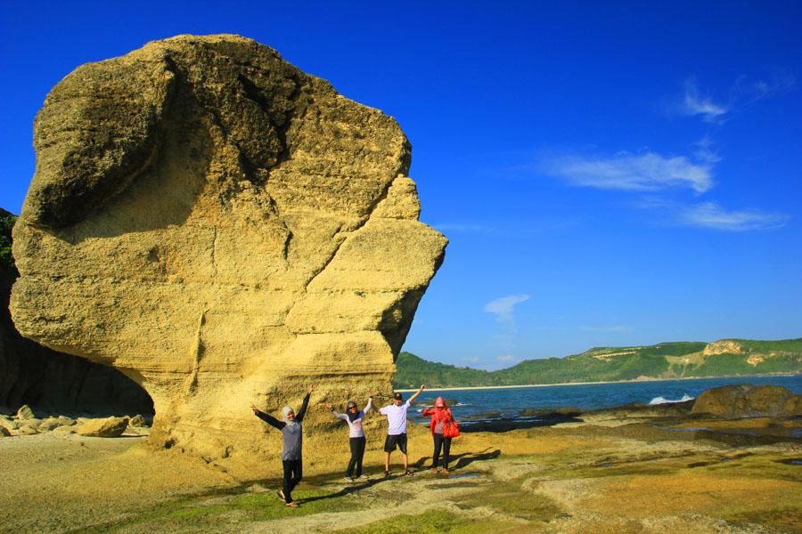 Melihat Batu Payung Yang Pernah Menjadi Iklan Rokok Dunhill Tour De Lombok Tengah 4 Habis Catatan Caderabdul Packer