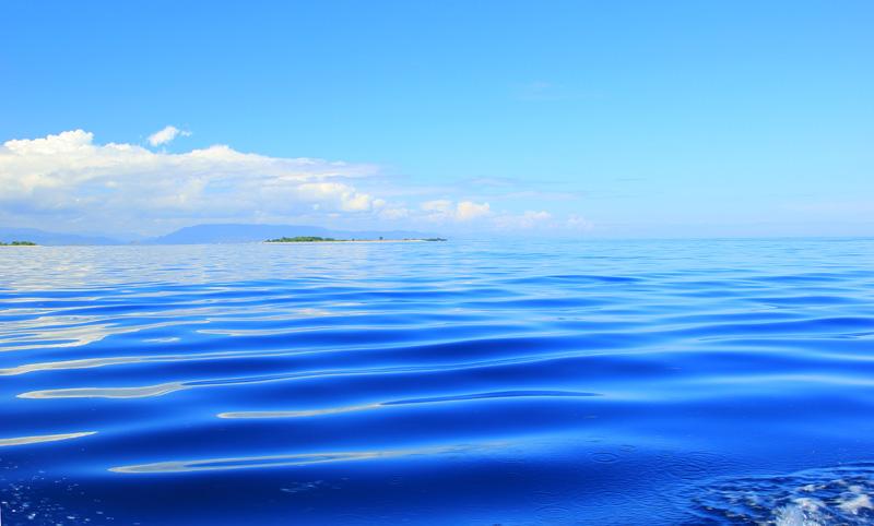 Laut Biru dengan Gelombang2 kecil saat menuju Gili Petagan