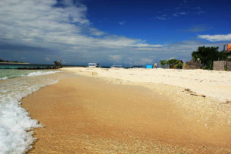 Pantai pesisir Utara Gili Kondo