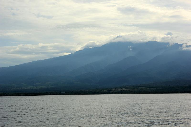 Gunung Rinjani dilihat dari Gili Kondo