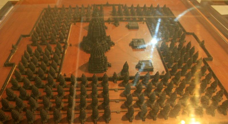 Miniatur Candi Prambanan