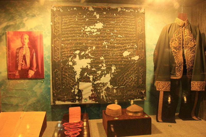Alquran hand writing dan baju kerajaan Bima
