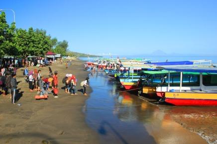 perahu di pelabuhan Bangsal