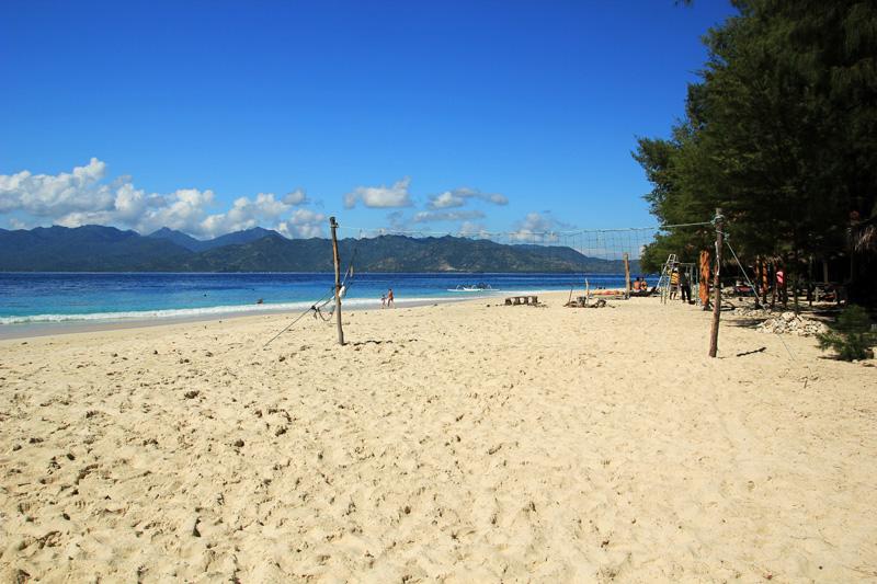 Yuk Main Voly Pantai di sini