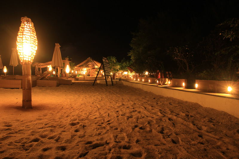 Pantai Villa Ombak saat malam Hari..romantissss