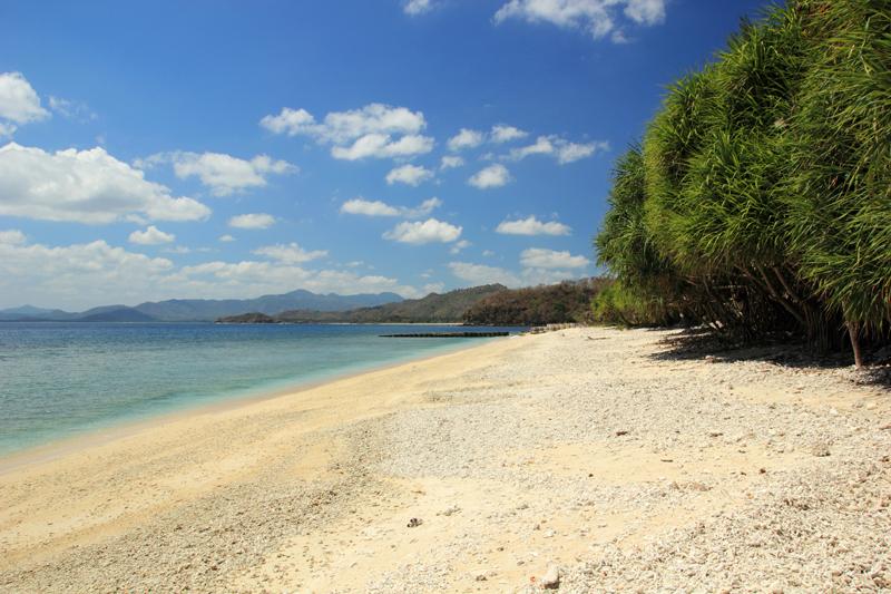Pantai di sebelah Barat Pulau
