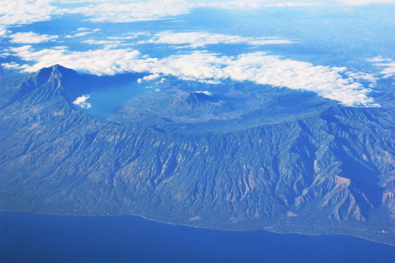 Kawah di dekat Gunung Agung (apa ya namanya)