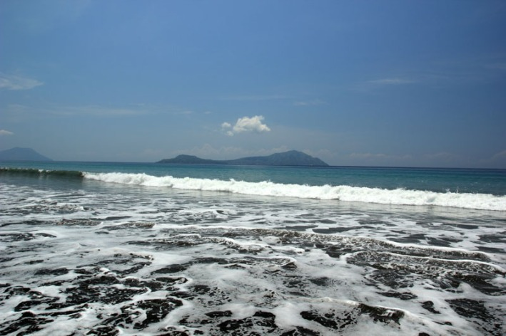 deburan Ombak pantai Penggajawa