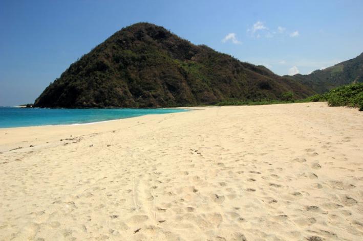 pantai Tomang Omang serasa Milik Sendiri