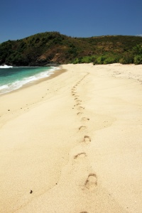 Jejak Kaki di pantai Semeti