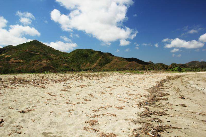 Bukit Lancing Tampah dilihat dari pantai