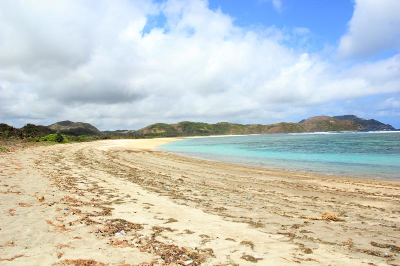 Pantai lancing yang agak kotor dan Pantai Tampah yang bersih