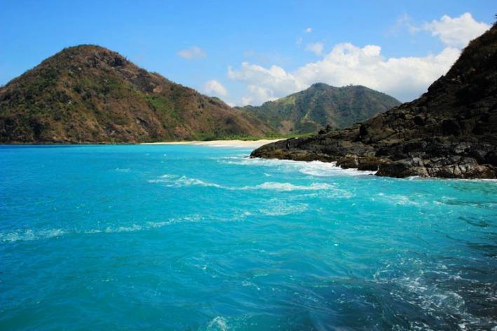 Pantai Tomang Omang dilihat dari Selong Belanak