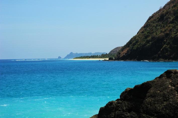 pantai Serangan terlihat dari pantai Tomang Omang
