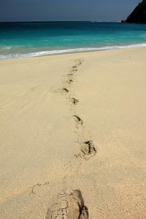 jejak kaki saya saat hendak meninggalkan pantai Tomang Omang