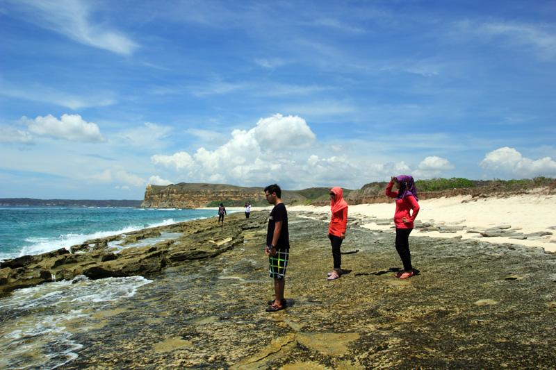 neh wujud Batu-batuan di Pantai Sungkun