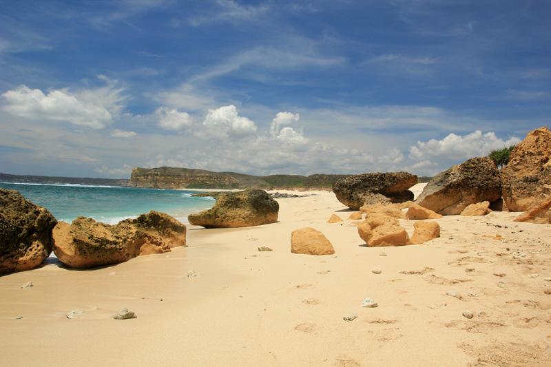 Pola batu-batu di pantai Sungkun