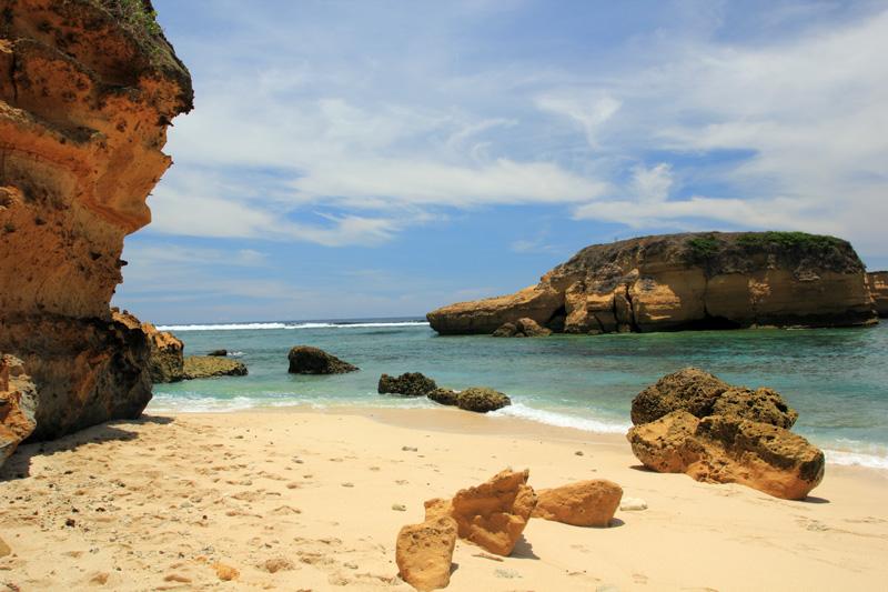 Melihat Pulau Penyu dari atas batu