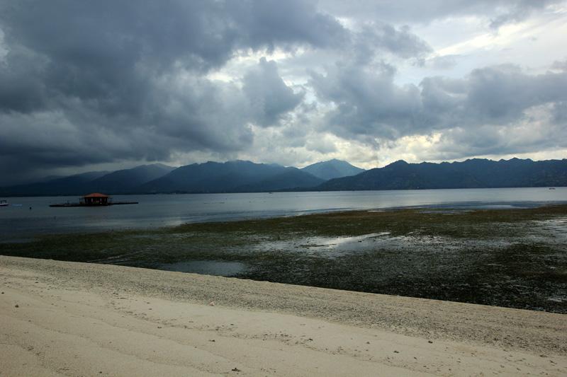 Langit yang mendung di Langit Lombok