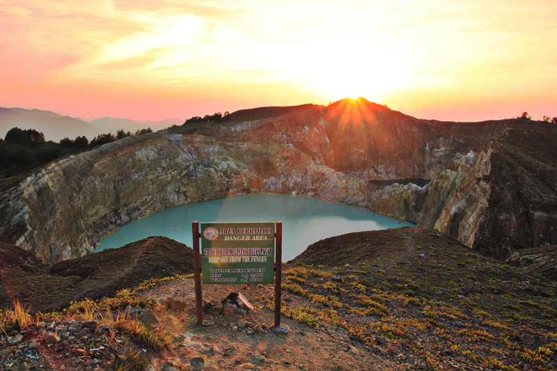 Sunrise Danau Kelimutu