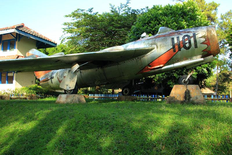 Bangkai Pesawat Terbang di Waduk Selorejo