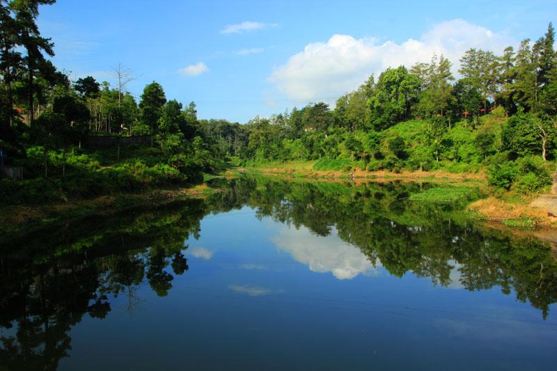 Refleksi dari Jembatan Gantung
