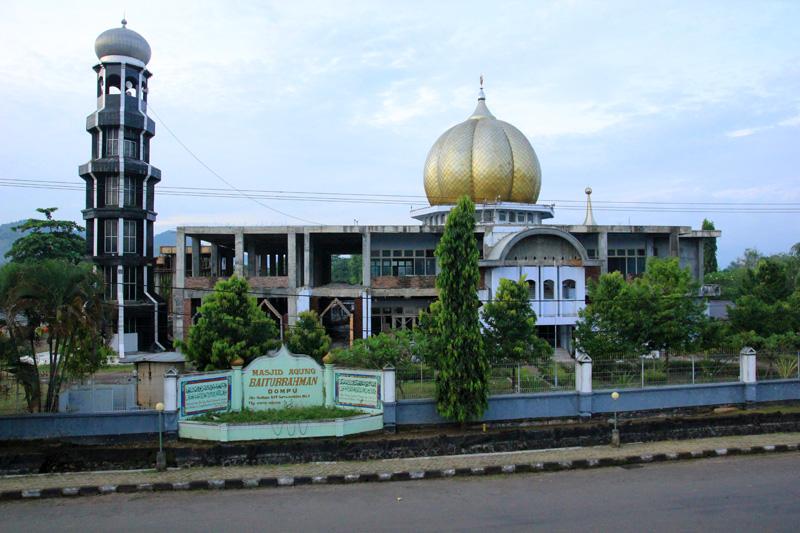 Bekas Istana kerajaan Dompu yang dirubah menjadi Masjid Baiturrahman Dompu