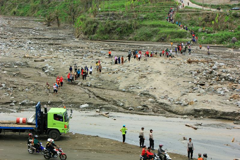 Penyebrangan kali sambung menuju desa pandansari