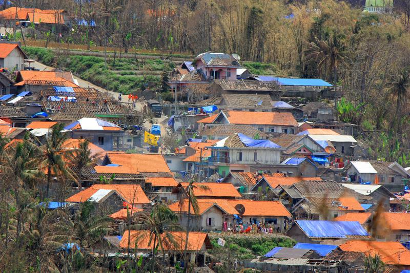 Dusun Munjung yang sebagian atapnya beratapkan terpal