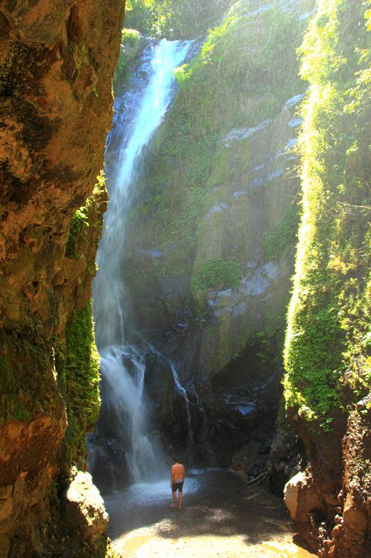 Air Terjun Kerta Gangga dua dibaik tebing-tebing