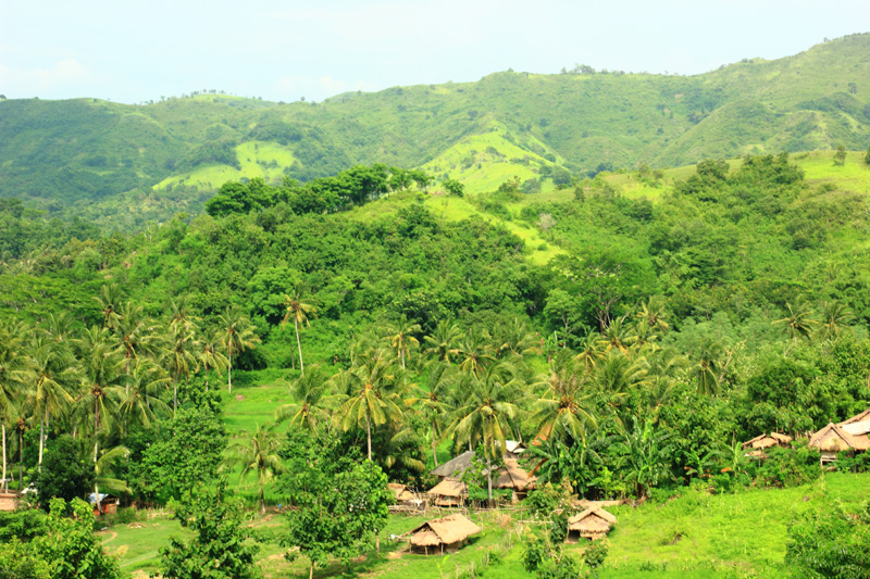 Kampung Semeti yang terkurung