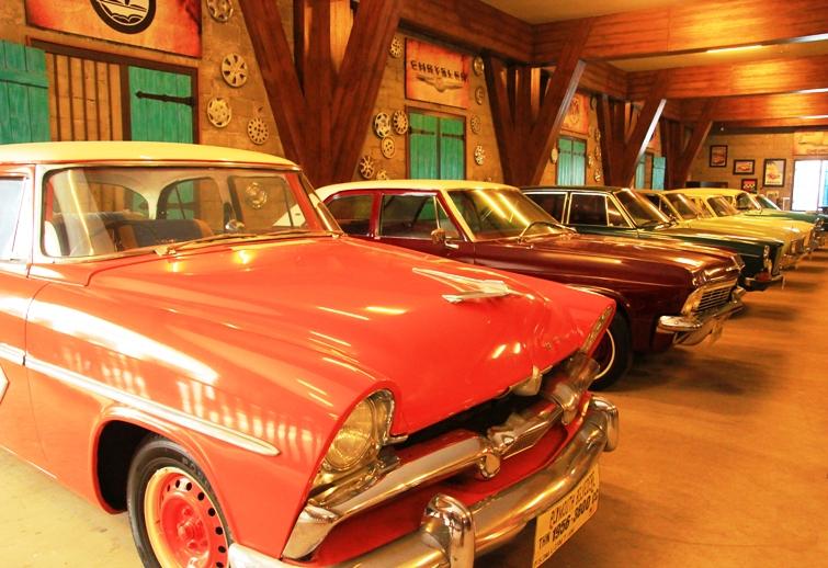 sebagian koleksi musium angkut dari ratusan koleksi mobil