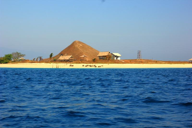Bersiap-siap landing di pulau Kenawa