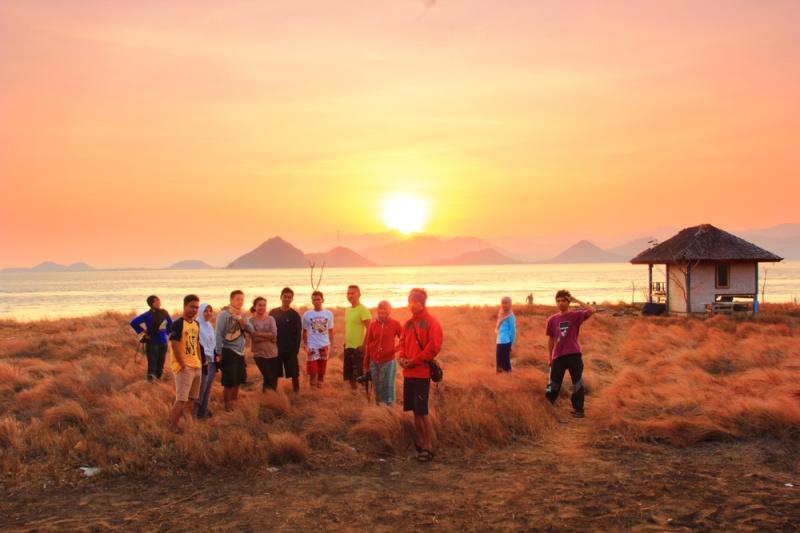 Mentari terbit di pulau Paserang